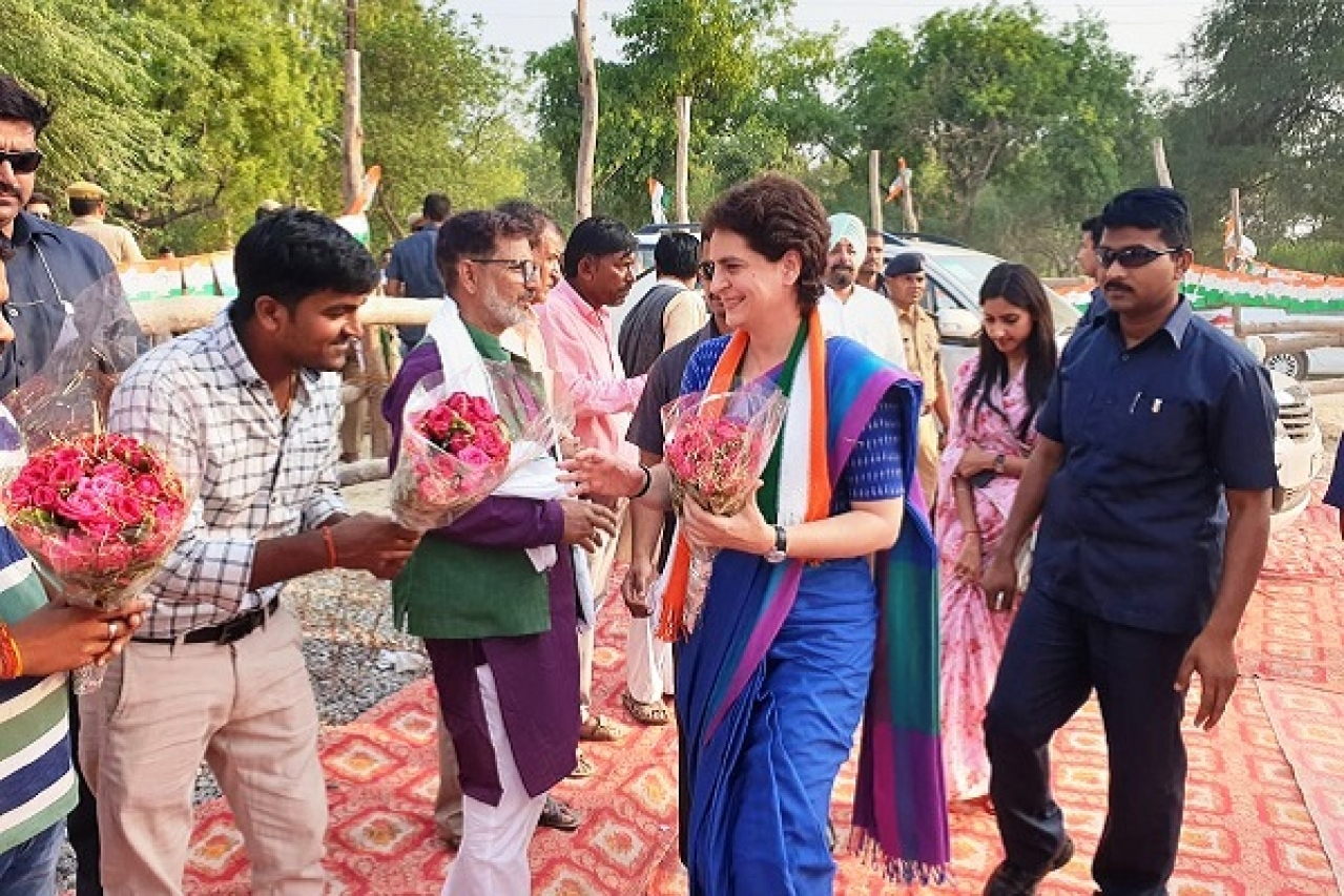 Priyanka Vadra Lashes Out At Smriti Irani For Distributing Shoes To Amethi's Poor, Calls It An 'Insult'