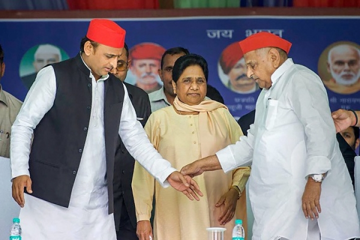 Bitter Rivalry Turns Into Bonhomie: Mayawati And Mulayam Singh Share Stage At Mainpuri, Praise Each Other