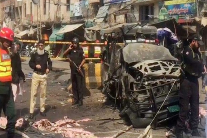 Pakistan: 8 Dead, 25 Injured After Suicide Bomber Strikes Counter-Terrorism Police Near Sufi Shrine In Lahore