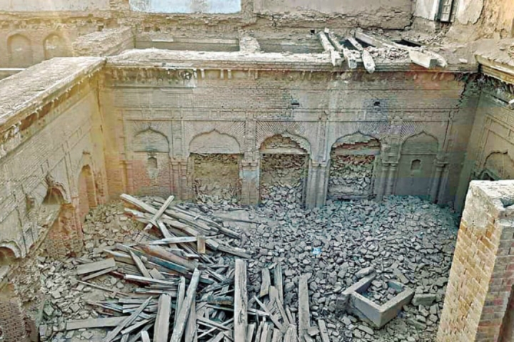 Pakistan: Historic Guru Nanak Palace With Pictures Of The Sikh Guru And Various Hindu Rulers Demolished By Locals