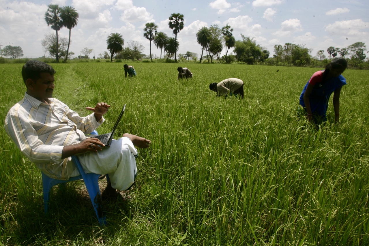 An agriculturist uses the internet in rural Maharashtra (Satish Bate/Hindustan Times via Getty Images)