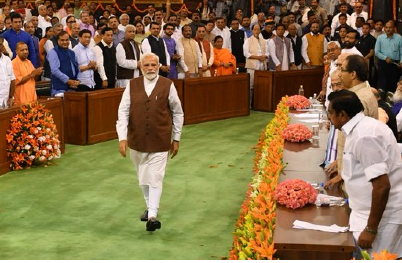Shri Narendra Modi walking down Central Hall to address elected members after the massive 2019 electoral victory (@Twitter)