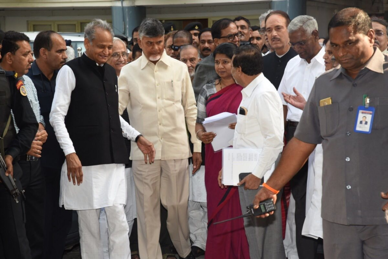 The opposition party leaders. (@ncbn)