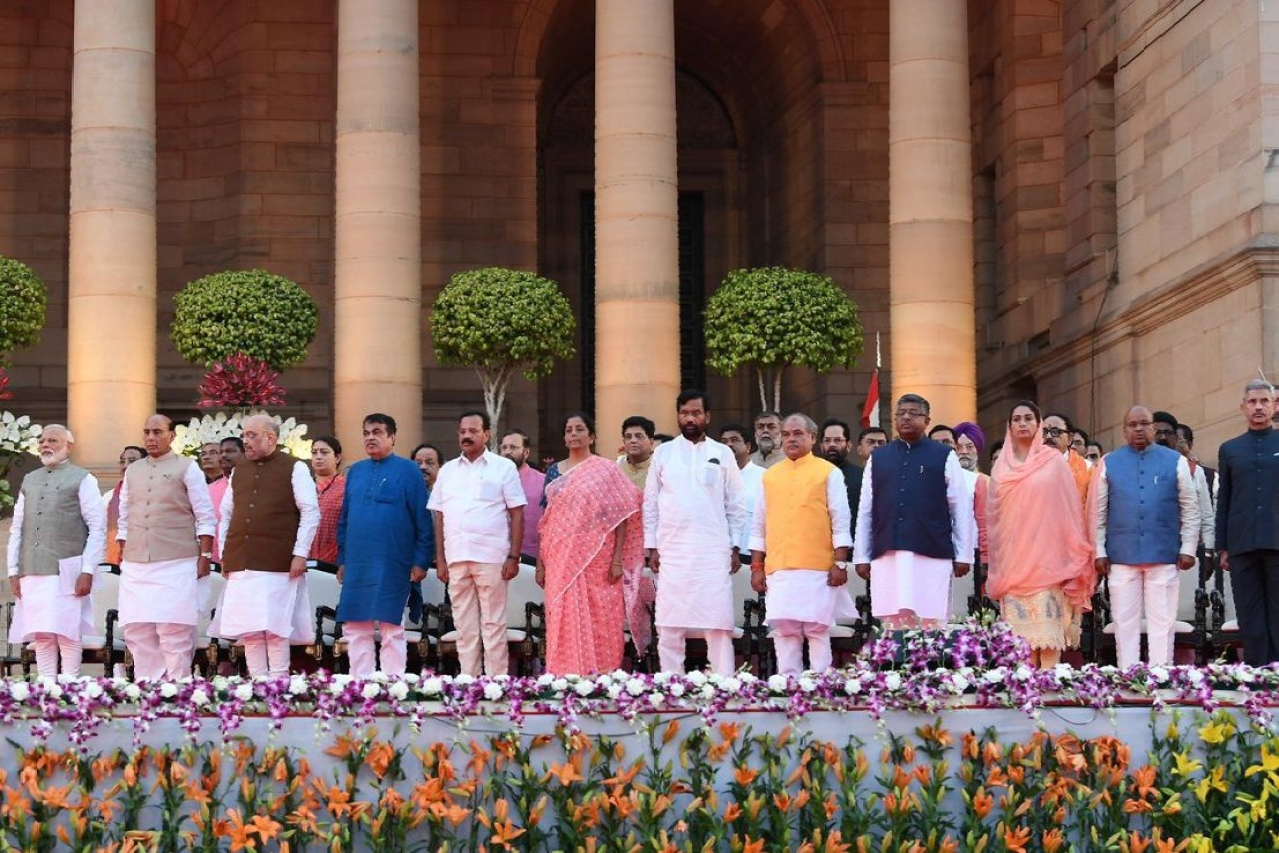 Prime Minister Narendra Modi with his new cabinet colleagues. (@PMOIndia)