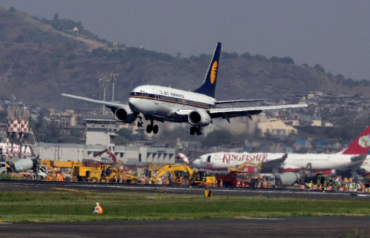 A Jet Airways aircraft taking off from Mumbai airport. (Vijayananda Gupta/Hindustan Times via GettyImages)