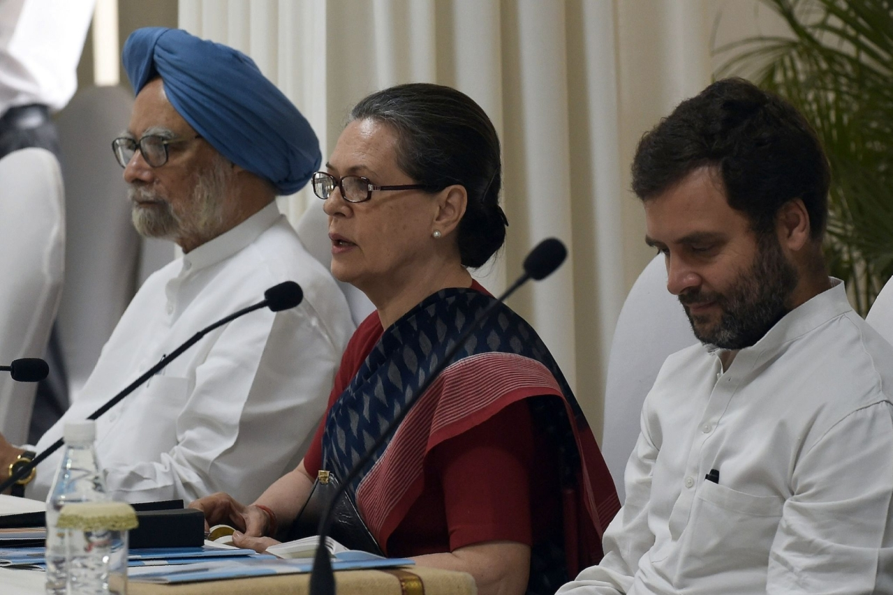 Sonia Gandhi speaks as former Indian Prime Minister Manmohan Singh and Congress Party President Rahul Gandhi look on during a meeting at party headquarters in New Delhi. (Photo credit should read PRAKASH SINGH/AFP/Getty Images)