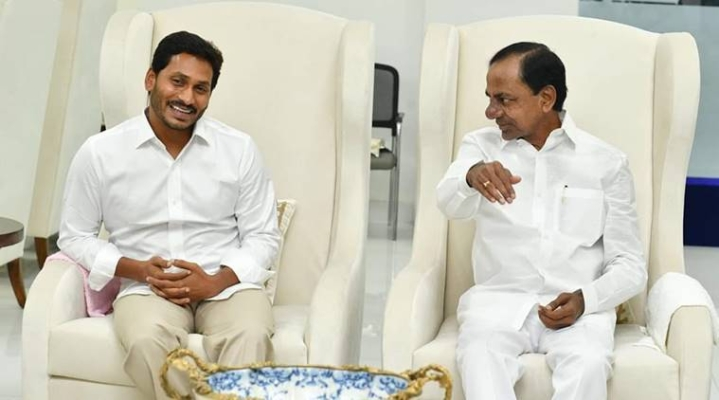 Hyderabad: KCR And Jagan Mohan Reddy Meet To Discuss Interlinking Of Godavari And Krishna Rivers