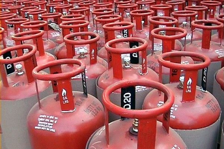 Petroleum Ministry Sets Up Panel To Explore The Possibility Of Allowing Private Players To Sell Subsidised LPG
