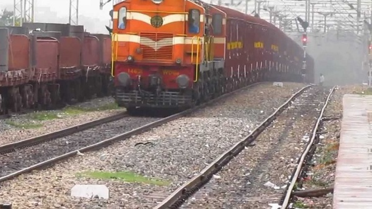 Indian Railways To Invest Over Rs 13,500 Crore To Upgrade Speed Of Trains On Busy Delhi-Howrah, Delhi-Mumbai Routes