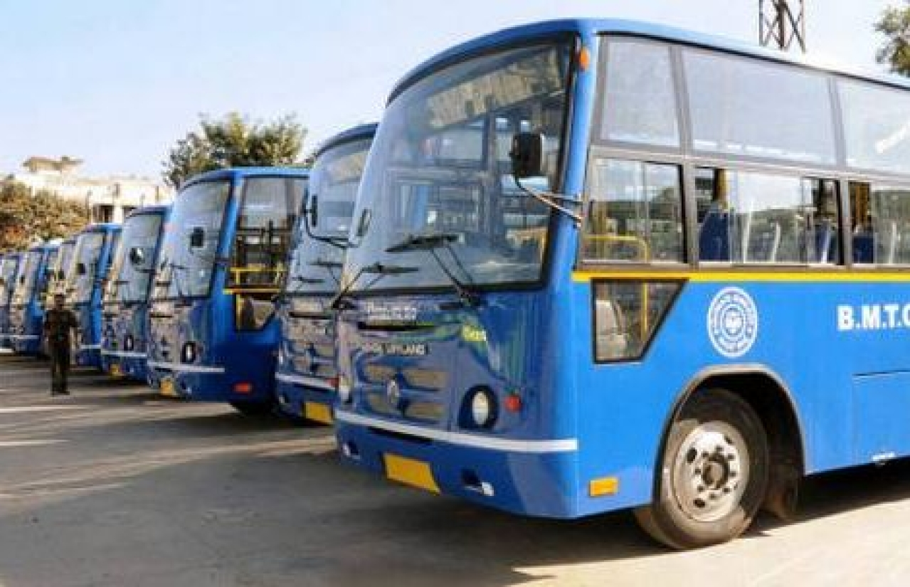 BMTC buses parked in a depot. Image courtesy of twitter.com/IChangeMyCity.