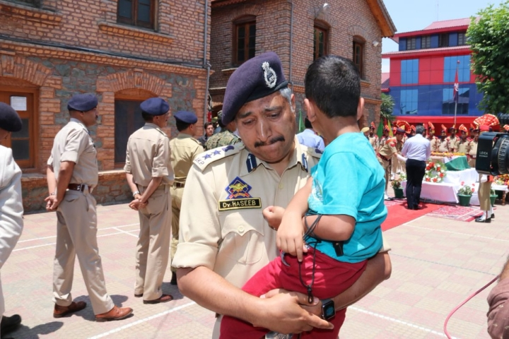India Bids Tearful Farewell To J&K Inspector Arshad Khan Martyred While Protecting CRPF Jawans In Anantnag Attack