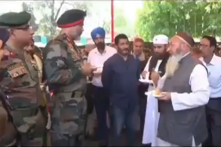 Watch: Kashmiri Muslim Local Thanks Chinar Corps Commander, Says Border Operations Help Protect Their Families