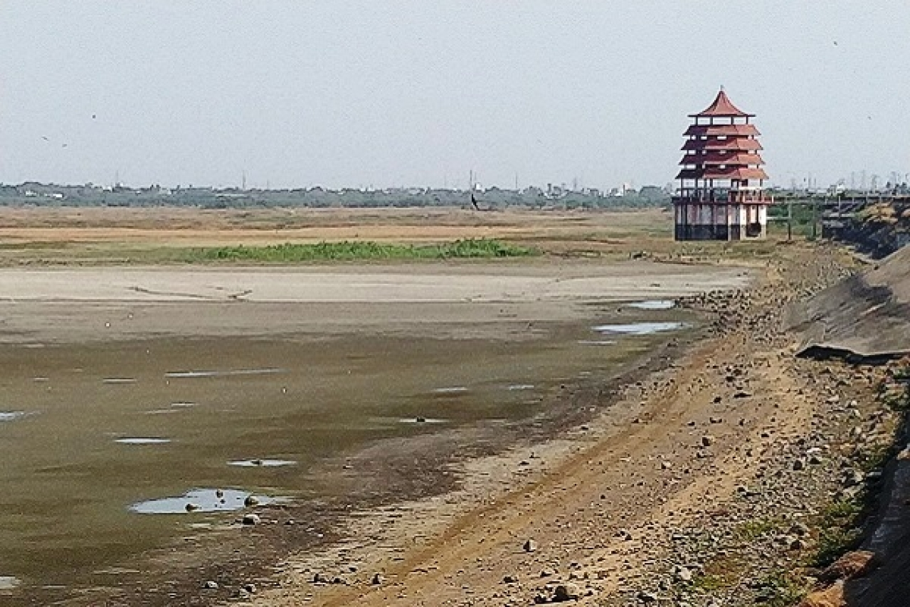 A dried up reservoir in Chennai (@Jay_Apoorva18/Twitter)