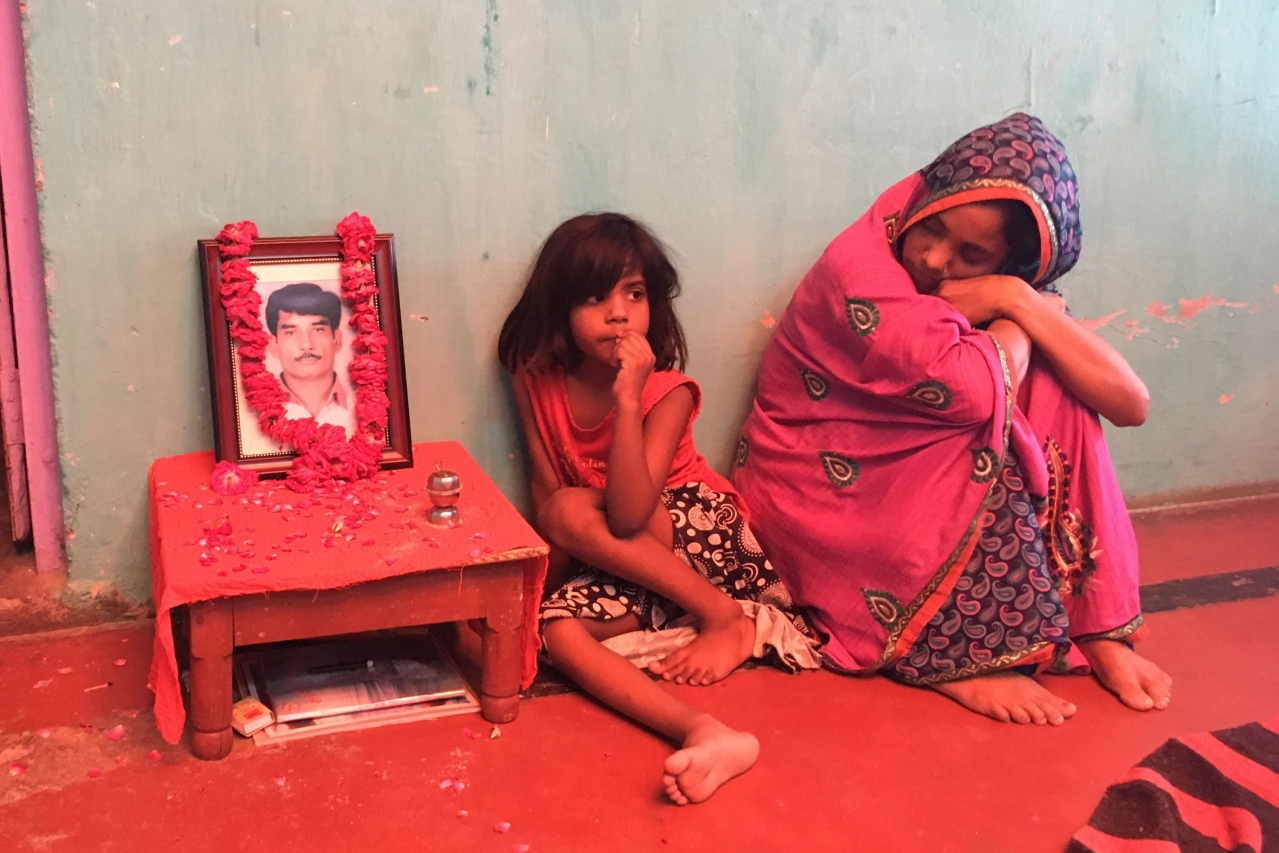 The wife of Bharat Yadav, who was killed by a mob, with their minor daughter at their home in Chowk Bazaar, Mathura. (Picture: Swati Goel Sharma)