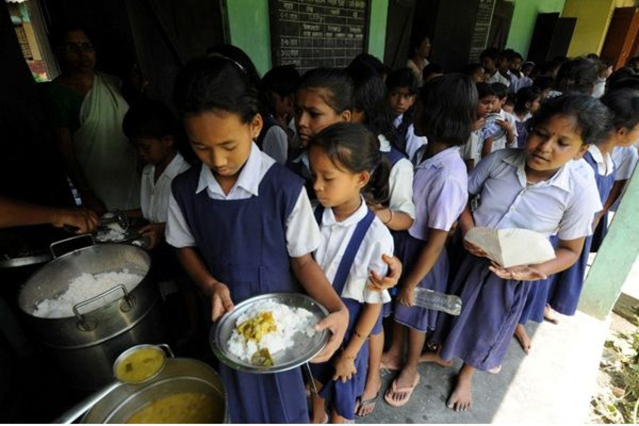 Students waiting in queue for their meal. Source: Akshayapatra.org