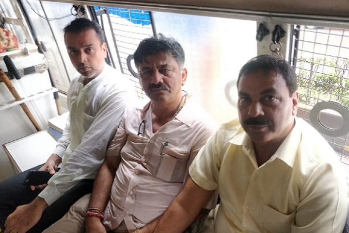 Drama Continues: D K Shivakumar Detained By Mumbai Police After Illegally Camping Outside Rebel MLAs' Hotel