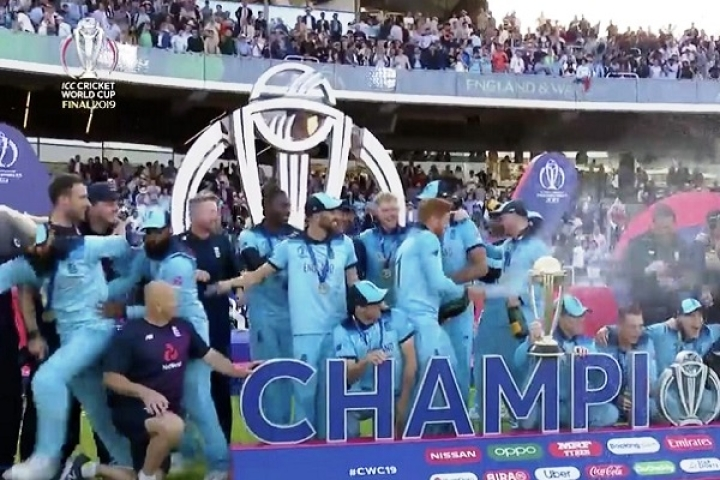 Watch: England's Muslim Cricketers Rush Away From Stage As Champagne Celebration Began Post World Cup Win