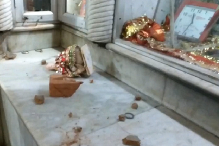 While Chanting 'Allah O Akbar' and 'Naara E Takbeer', Mob Vandalises Temple In Delhi's Chandni Chowk