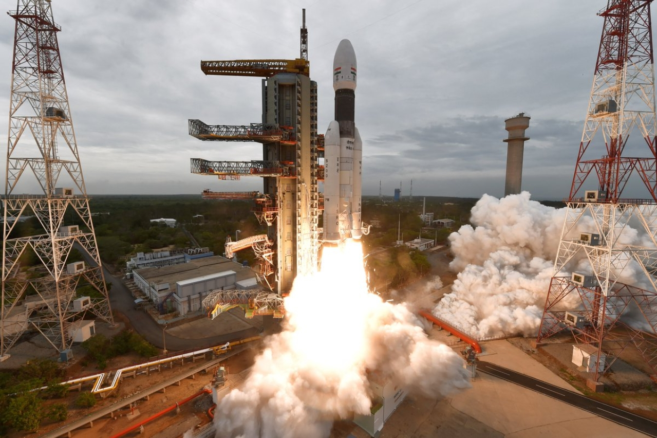 GSLV Mark-III rocket soon after liftoff (@isro/Twitter)
