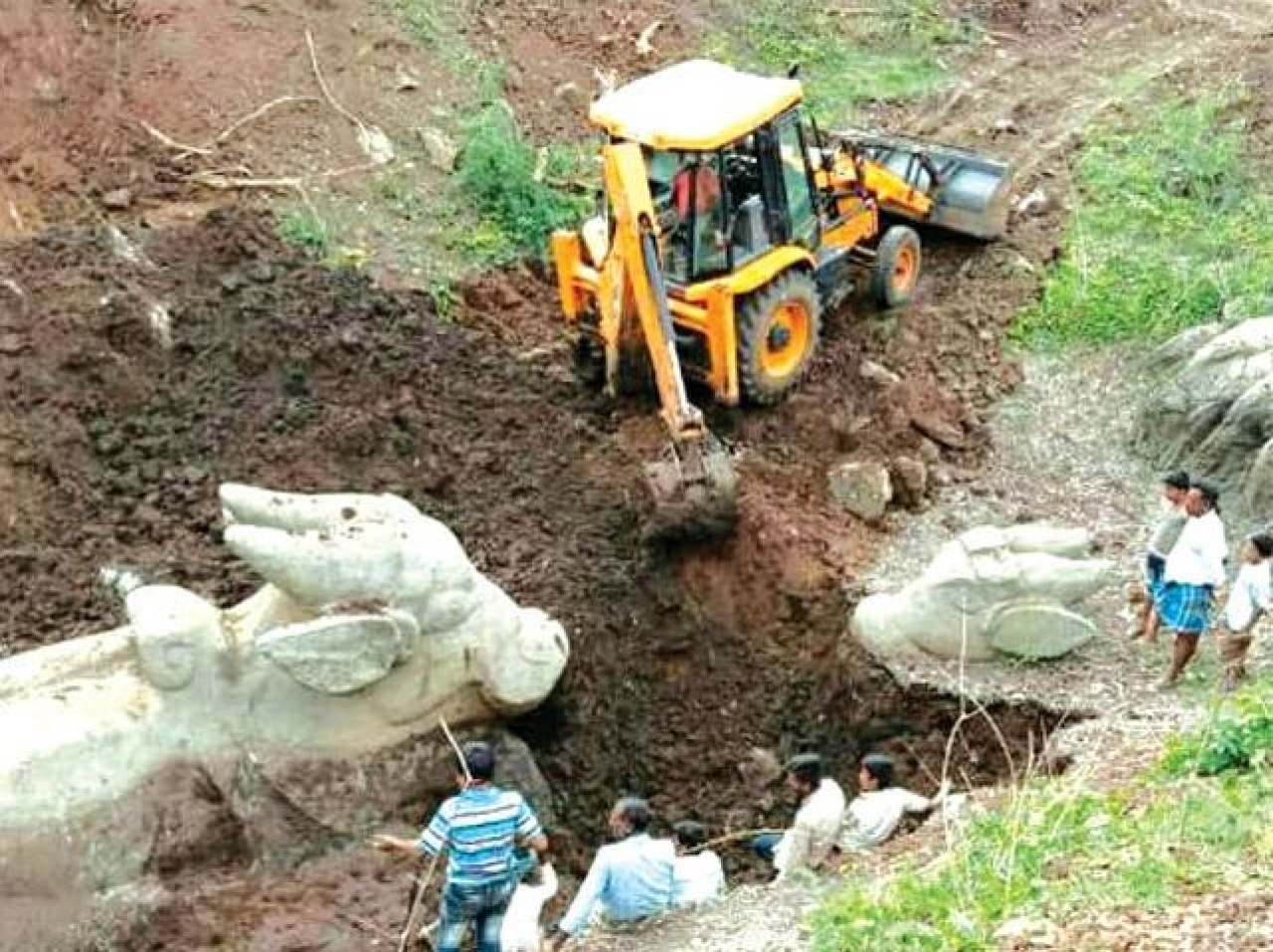 Mysore Maharaja's Dream Comes True: Centuries Old Nandi Monoliths Excavated In  Arsinakere After Decades Of Effort