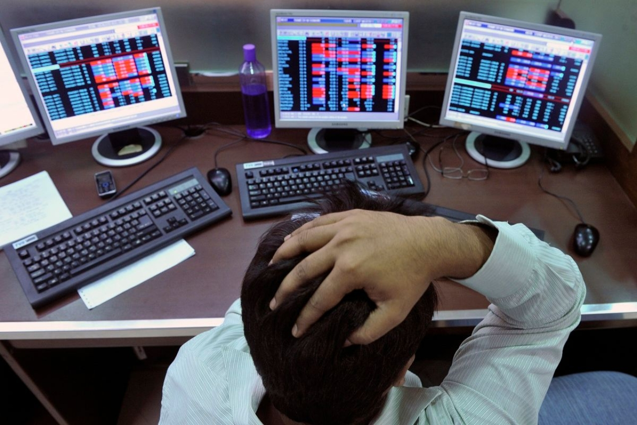 Tough times in store as global investments slump (AFP PHOTO/Indranil MUKHERJEE GettyImages)