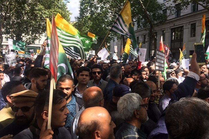 Watch: Journalist Confronts Pro-Pakistan, Khalistani Supporters In London To Stop Indian Tricolour's Desecration