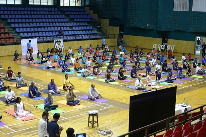 IIT Kanpur, IIM Lucknow To Introduce Yoga Classes For Helping Future Managers Deal With Pressure Situations
