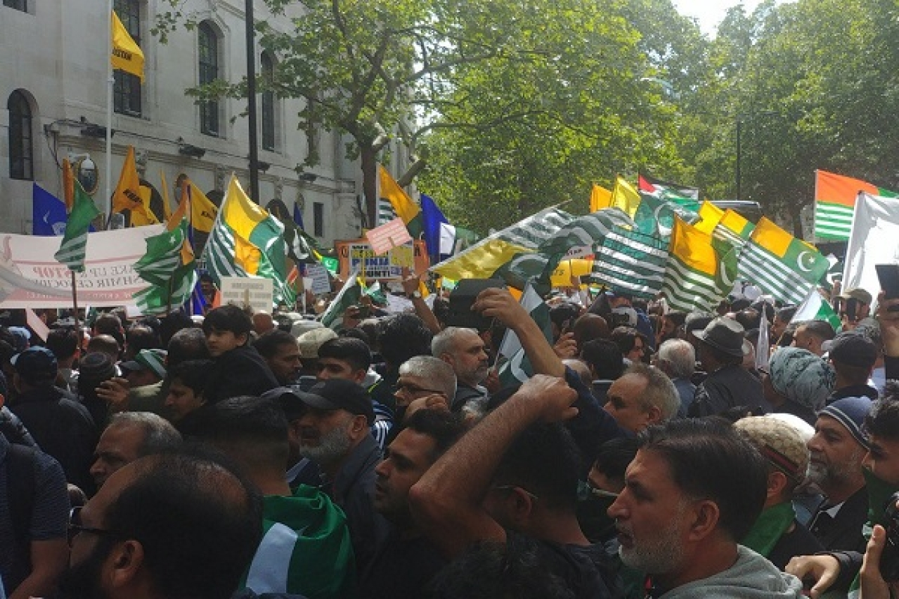 London: Pakistani, Khalistani Protesters Violently Attack Indians Celebrating 15 August Outside Indian High Commission
