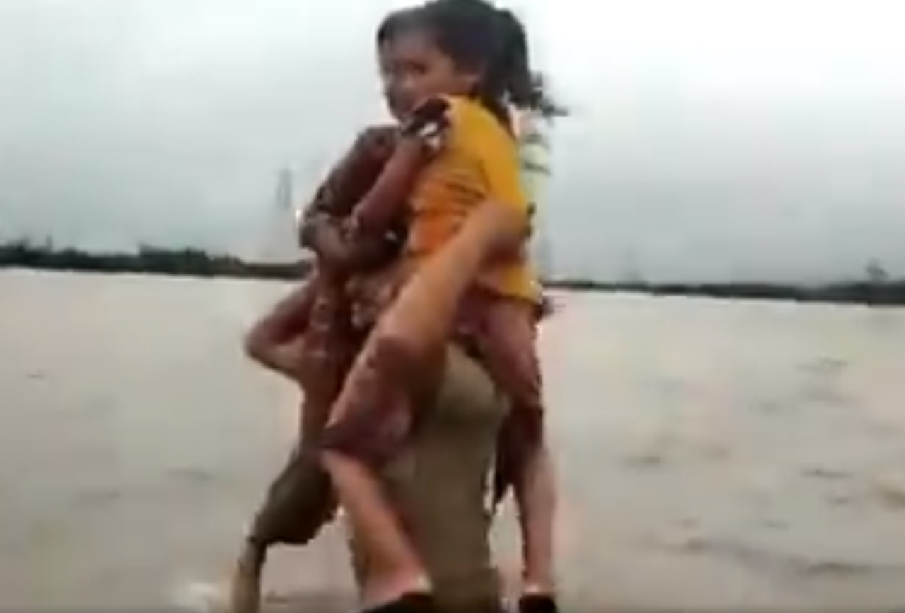 'No Time To Think, People Had To Be Rescued', Says Gujarat Policeman Who Carried Kids On Shoulder In Floodwaters