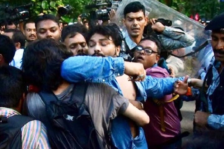 West Bengal: Police Beat Up ABVP Activists Protesting Against Assault On Babul Supriyo, Seven Injured