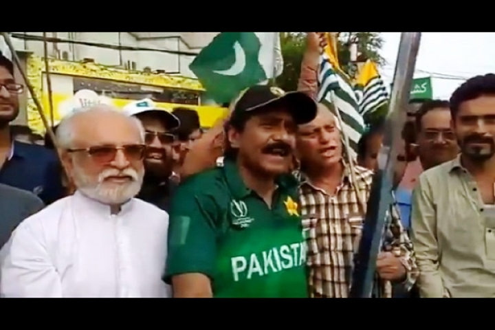 Watch: Former Pakistani Cricket Captain Javed Miandad Brandishes Sword In Public, Vows To Kill For Kashmir