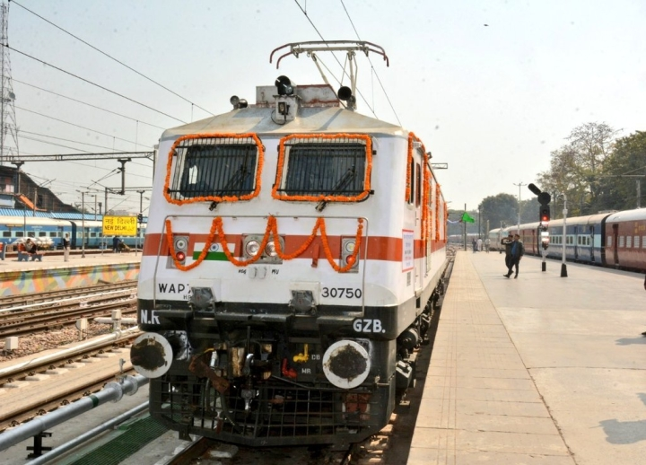 Good News For Passengers: Quieter, More Eco-Friendly Trains As Indian Railways Works In Mission Mode To Install HOG Systems