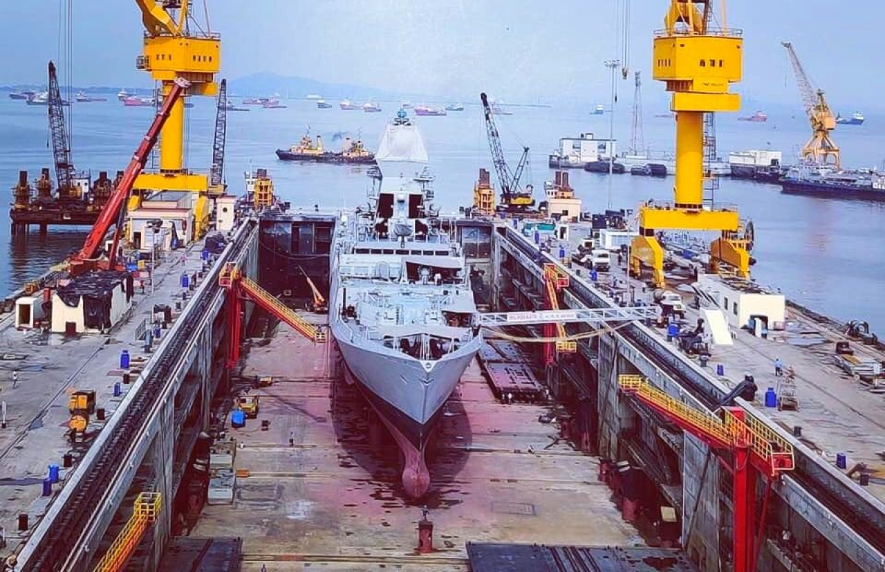 New aircraft carrier dry dock at Mumbai (Source: @thakur_shivangi/Twitter)