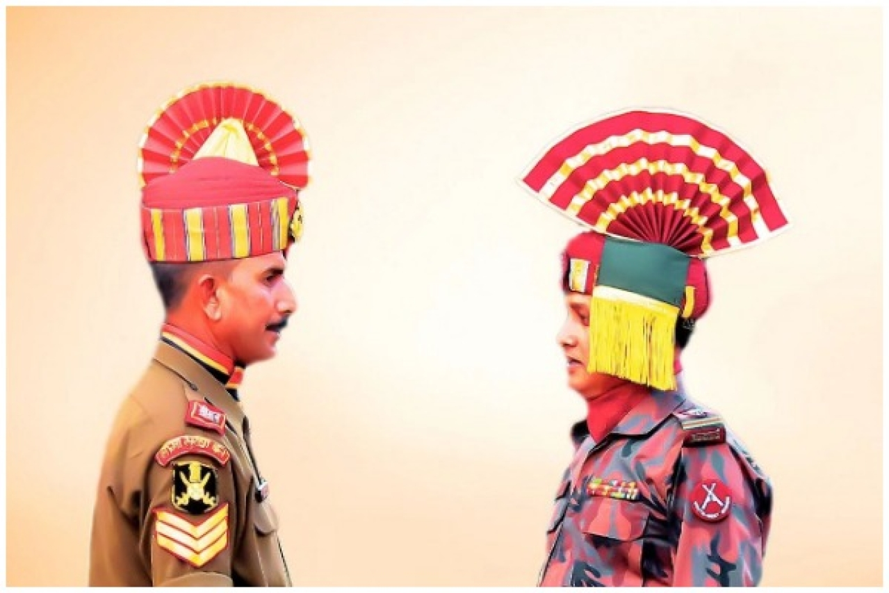 Indian BSF Jawan (L) and Bangladeshi BGB Jawan (R)