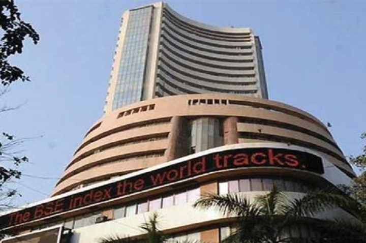 Sensex Hits 40,000 For The First Time Since July, Nifty Over 11,800 After Reports Of LTCG Rejig, Tax Cuts In The Offing