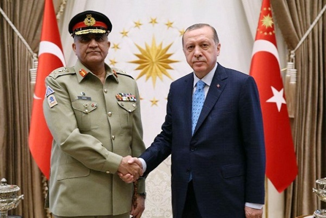 Pakistan Army Chief General Bajwa - left, Turkish President Erdogan - right (Pic via Twitter)