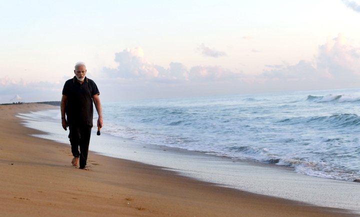 PM Modi Takes To Plogging, Cleans Up Plastics From Mamallapuram Beach To Send Across 'Swachhta' Mesage