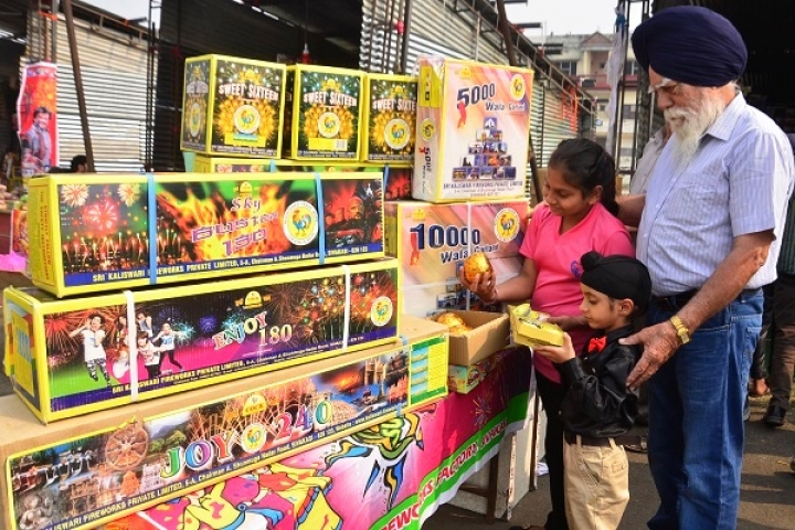 Here's What Green Crackers Are And How Indian Fireworks Industry Is Now Equipped To Manufacture Them