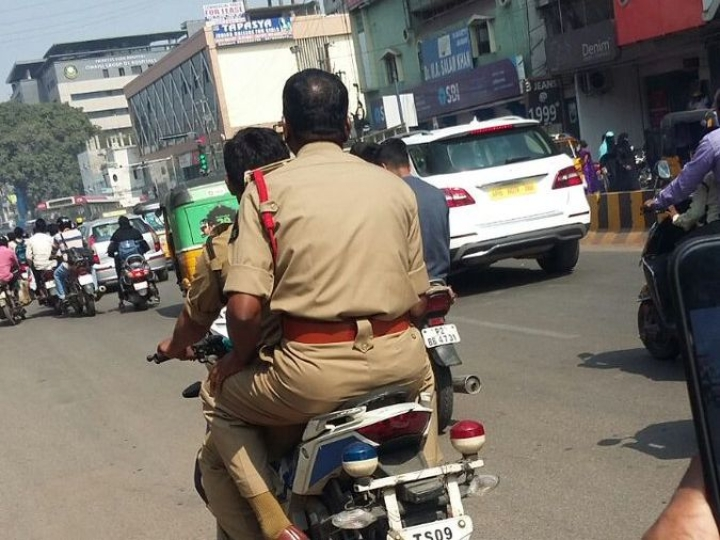UP: Lawyers  Puncture Tyres Of Cops' Vehicles For Flouting Traffic Rules After Colleague Slapped With Fine