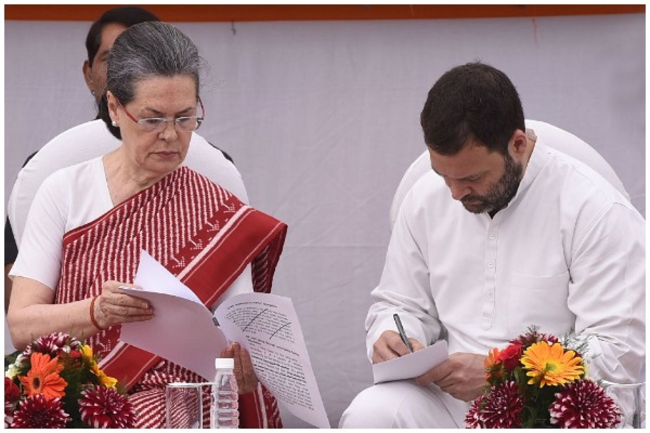 Congress president Sonia Gandhi with Rahul Gandhi at an event in New Delhi. (Sonu Mehta/Hindustan Times via GettyImages)