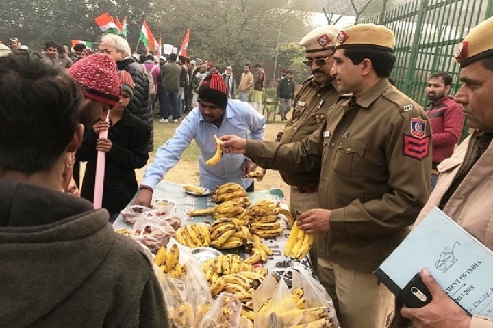 Handling Monkey Business: Delhi Police Offers Bananas As Refreshments To Detained Anti-CAA Protesters