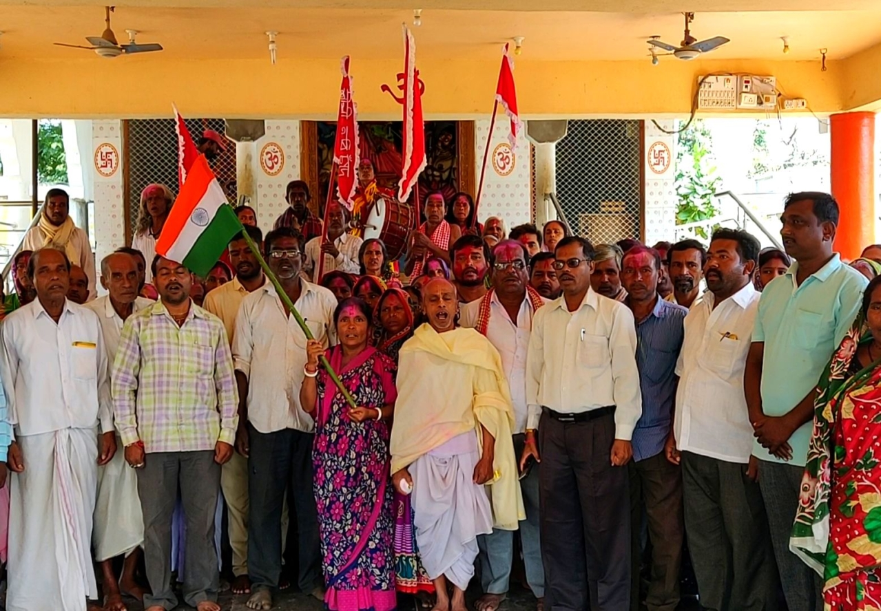 Bangladeshi Hindu refugees in Sindhanur in Karnataka singing the national anthem
