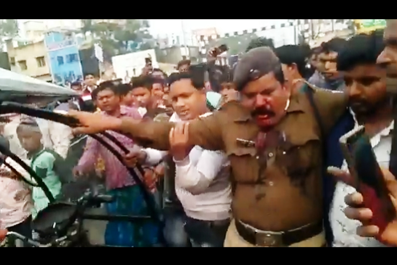 Bengal: Police, Ambulance Attacked, Station Vandalised In Murshidabad After Muslim Orgs' CAB Protest Call