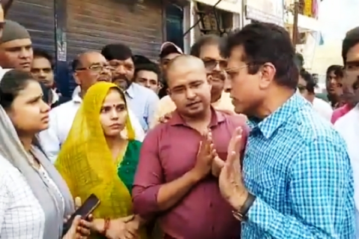 Watch: Former BJP MP Kirit Somaiya Publicly  Supports Man Assaulted By Shiv Sena Goons, Vows To Jail Culprits