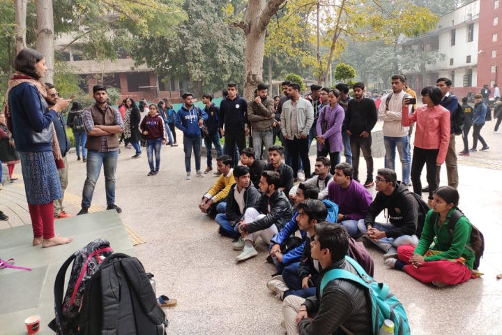How A Delhi University Girl Braved A Hostile Leftist Crowd To Make Students Aware Of Kashmiri Hindu Exodus