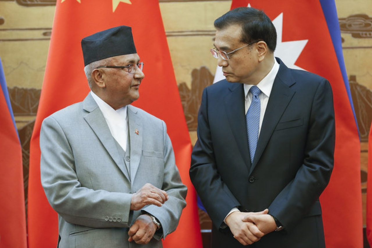 Chinese Premier Li Keqiang, right, talks to Nepal's Prime Minister K P Sharma Oli.
