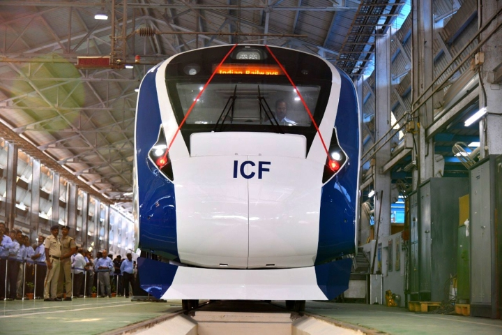 Vande Bharat Express, India's First Indigenous High-Speed Train, Completes One Year Of Operations; Brings Record Earning For Railways
