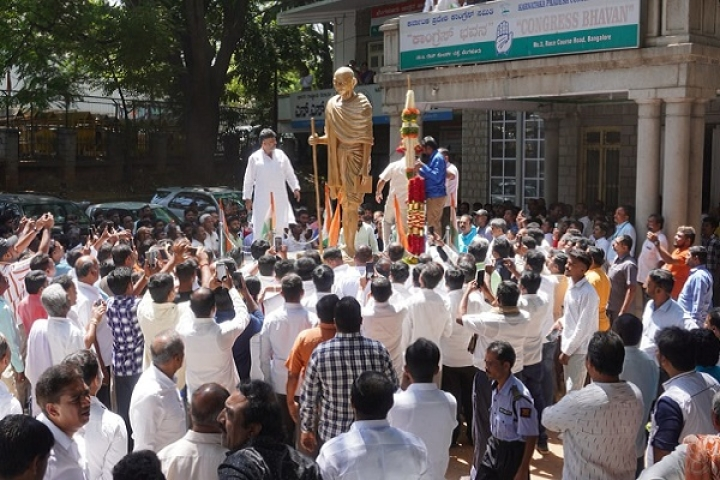 Bengaluru: Hundreds Of Congress Workers Defy Coronavirus Guidelines, Gather To Felicitate D K Shivakumar