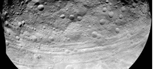 Vesta 'stretch marks' suggest it's a stunted planet