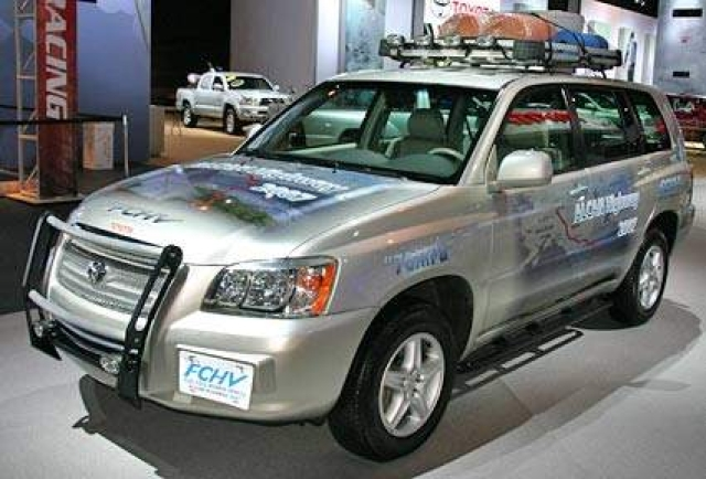 Toyota to lease Highlander fuel cell hybrid vehicles